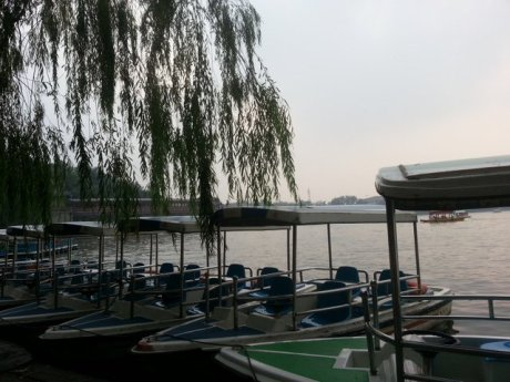 After wlaking down from Jongshan to Beihai park, we decided enough is enough. Renting a  boat was the solution